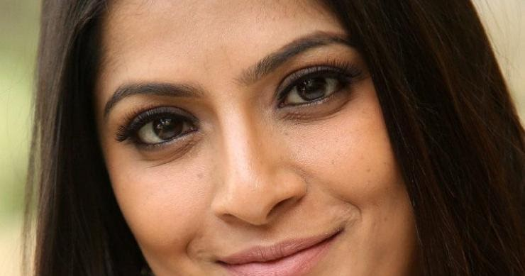 Varalaxmi Sarathkumar Without Makeup Face Closeup Bollywood Stars