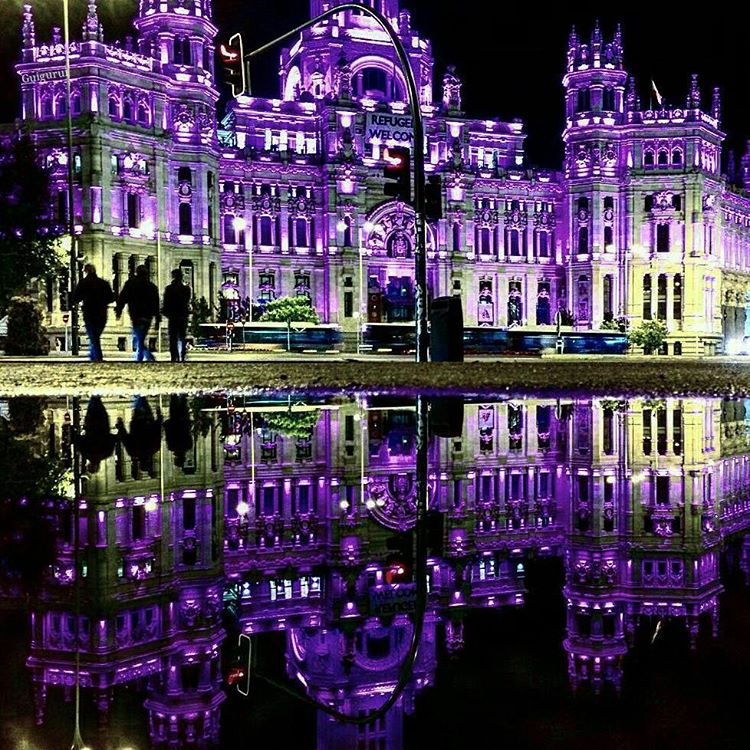 01-Cibeles-Palace-2-Guido-Gutiérrez-Ruiz-The-World-Reflected-in-Photographs-of-daily-Life-www-designstack-co
