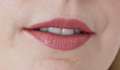 Mac - Cosmo Lippenstift Lipstick Swatch, Lips