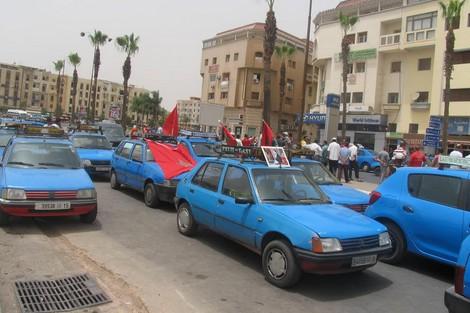 سائقو الطاكسيات يعبرون عن سخطهم بسبب صعوبة التنقل بالحي الحسني