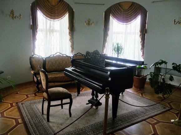 Батурин. Дворец Кирилла Разумовского. Фортепиано