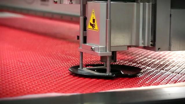 công nghệ cắt thảm ô tô CNC