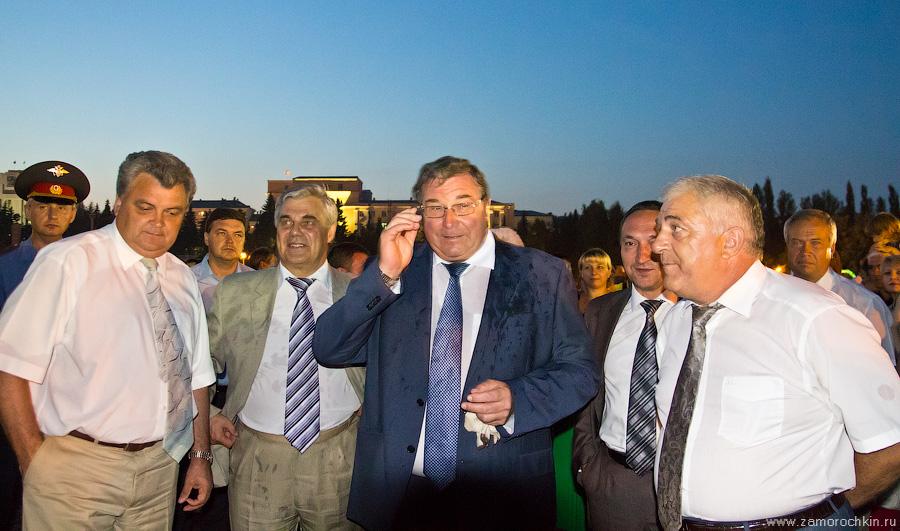 Руководство Саранска и Мордовии на открытии фонтанного комплекс Навеки с Россией
