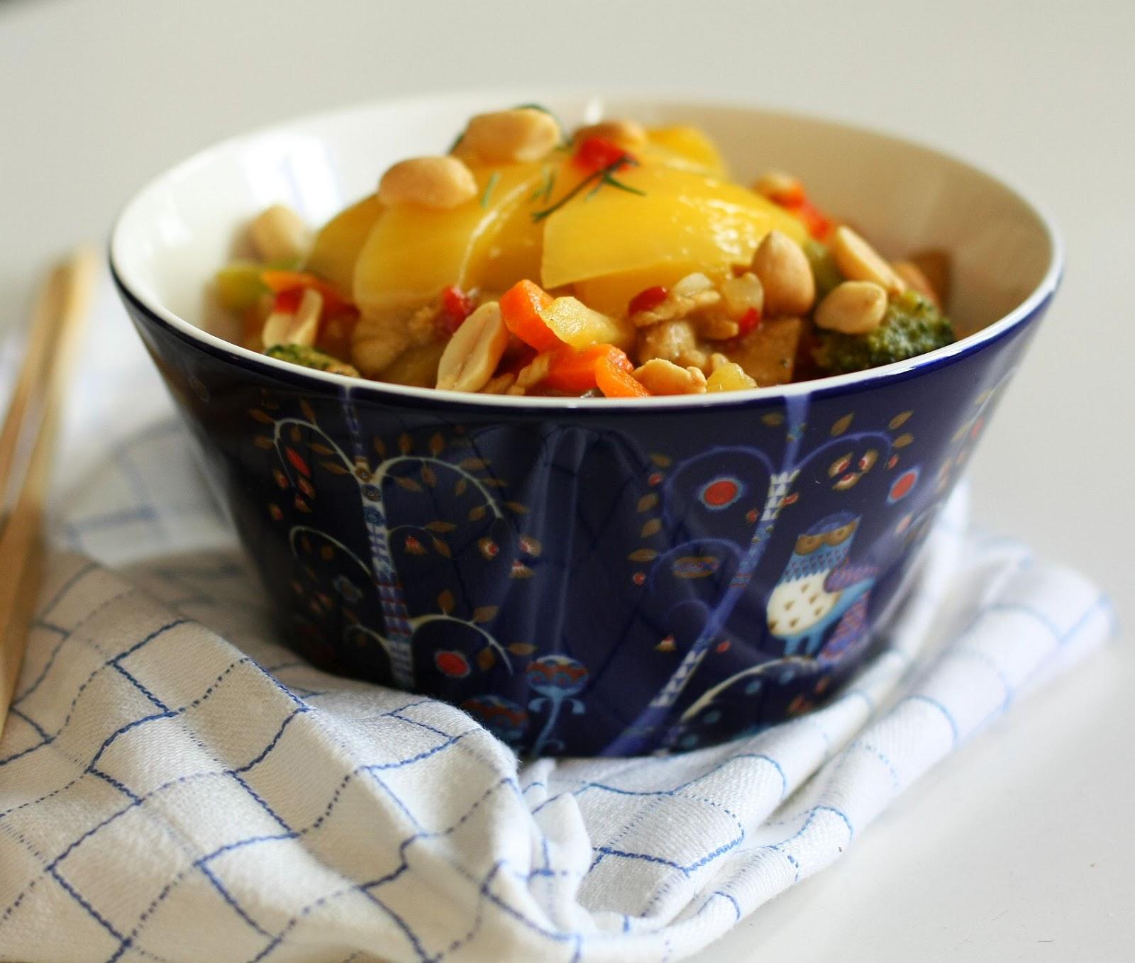 sydänystävällinen mango-possuwokki mallaspulla