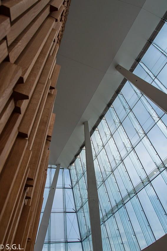 Fachada interior de cristal de la opera de Oslo