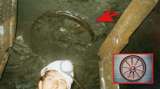 Descubren rueda de carroza de 300 millones de años de antigüedad en lo profundo de una mina