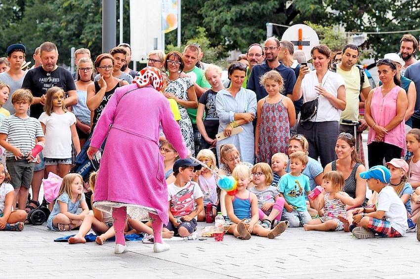 Sari Mäkelä in The Great Granny Show aus Finnland 2