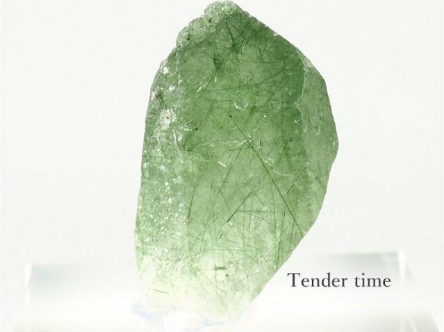 アクチノライト イン クォーツ Actinolite in quartz Huanggang Mine, Chifeng Prefecture, Inner Mongolia, China