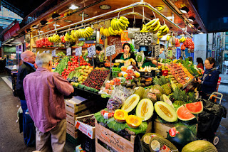 Kali ini kita akan membahas sebuah materi pelajaran ekonomi tingkat SMA kelas X / 10 yaitu mengenai pasar, adapun yang akan kita bahas lengkap mengenai pengertian pasar secara umum dan menurut para ahli, fungsi pasar, ciri-ciri, Syarat terjadinya pasar, klasifikasi, jenis-jenis dan peranan pasar dalam bidang ekonomi bagi produsen, bagi konsumen dan bagi pemerintah.