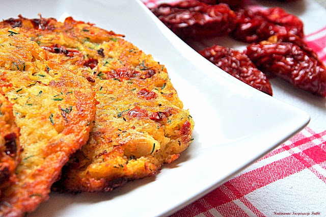 Pikantne placki ziemniaczane z suszonymi pomidorami