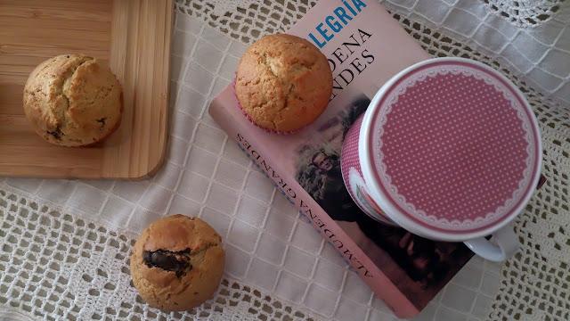 muffins leche de coco arándanos chocolate negro desayuno merienda postre tiernos esponjosos húmedos sencillos rápidos magdalenas copete
