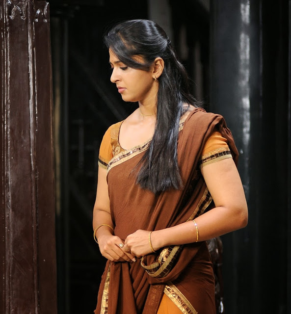 anushka-shetty-old-sari-picture