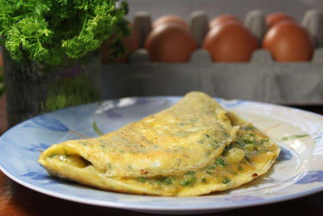 Breakfast omelette the Mediterranean way (Eggah عجة)