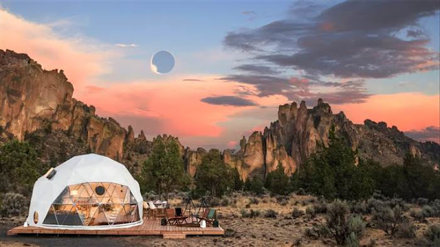 transparent geodesic dome on the edge of Bend, Oregon