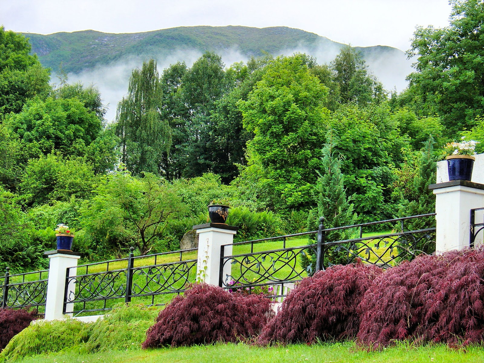 Exquisite gardens can be found throughout Balestrand.