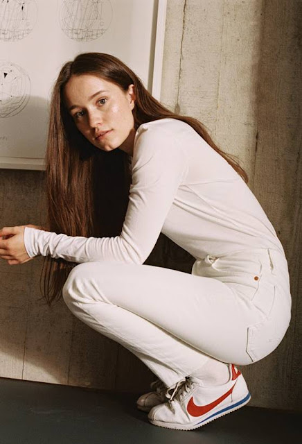 Sigrid releases explosive 'Sucker Punch' video/Sigrid Live
