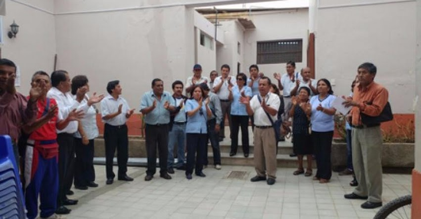 Administrativos de colegios exigen pago de deuda social a la UGEL Lambayeque