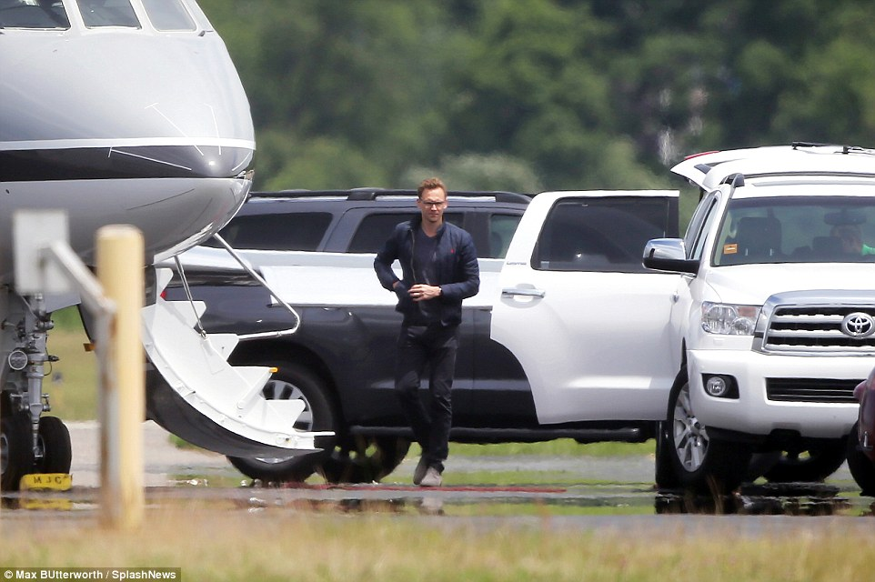 Taylor Swift & Tom Hiddleston jet off to secret romantic location