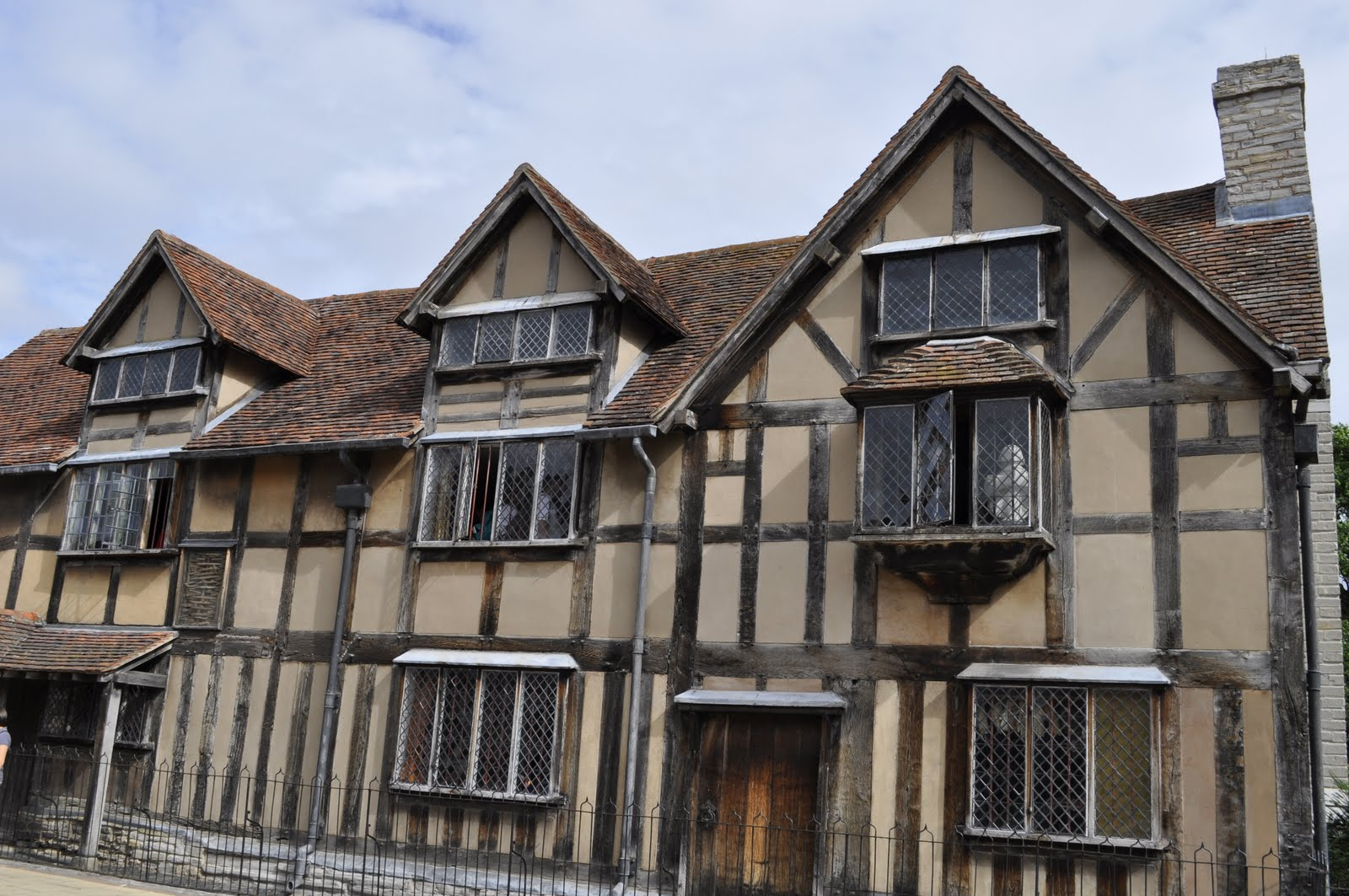 Start Your Walking Tour At Shakespeares Birthplace On Henley Street Where The Great Bard Was Born 23 April 1564 You Can Purchase A Special Combination