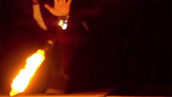 Disparar Bolas de fogo com as mãos Piro Ellusionist fireball