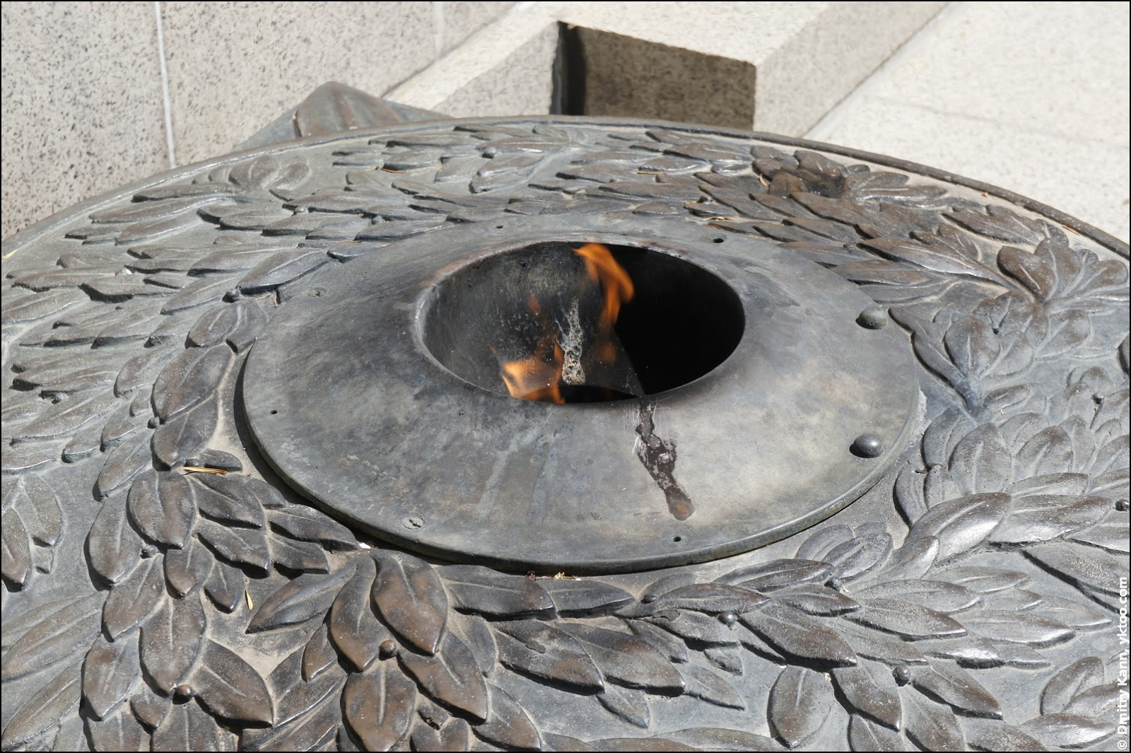 Monument to the Unknown Soldier: eternal flame.