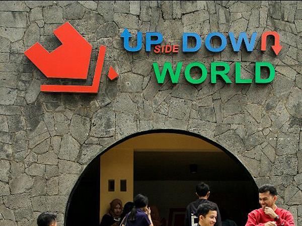 Wisata Foto Terbalik Upside Down World di Bandung