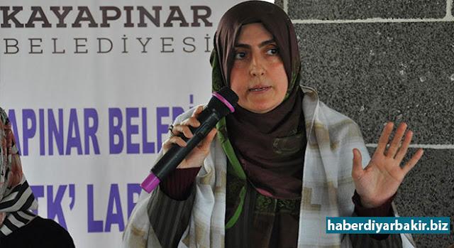 DIYARBEKIR-Arîkara Serokê Şaredariya Kayapinarê Şukran Nemrut li Diyarbekirê bi temsîlkarên jin ên STKyan ve hat bal hev û balan kişanda li ser projeyên îfsadê yên ku ji teref DBPê ve beriya qeyûmê li navendên çand û jinan dihatin kirin û destnîşan kir li van deran ji PKKê re eleman dihatin temînkirin û ji însanan re hevzayendî dihat empozekirin.