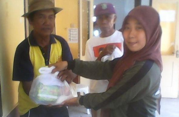 Bakti sosial siswa siswi SMK Muhammadiyah Patrang pada 100 orang duafa