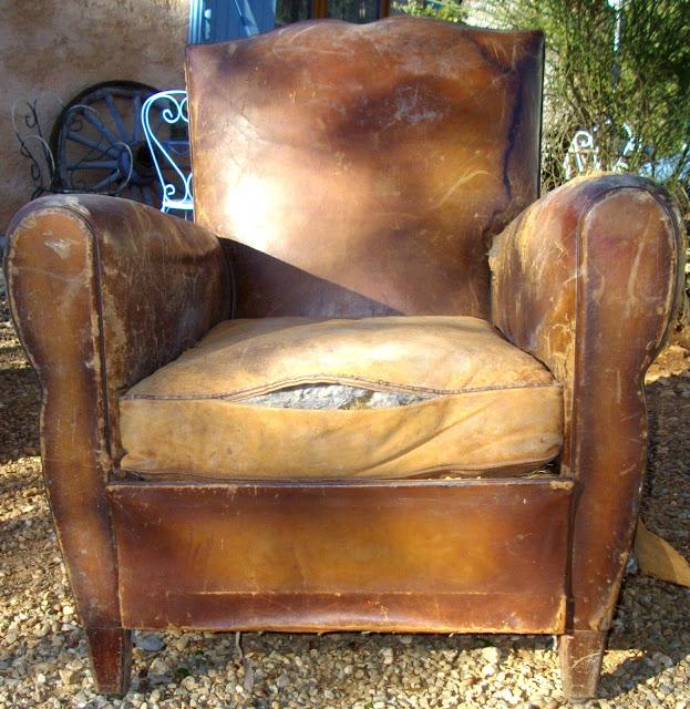 ancien fauteuil club 2 moustache chapeau de gendarme. Black Bedroom Furniture Sets. Home Design Ideas