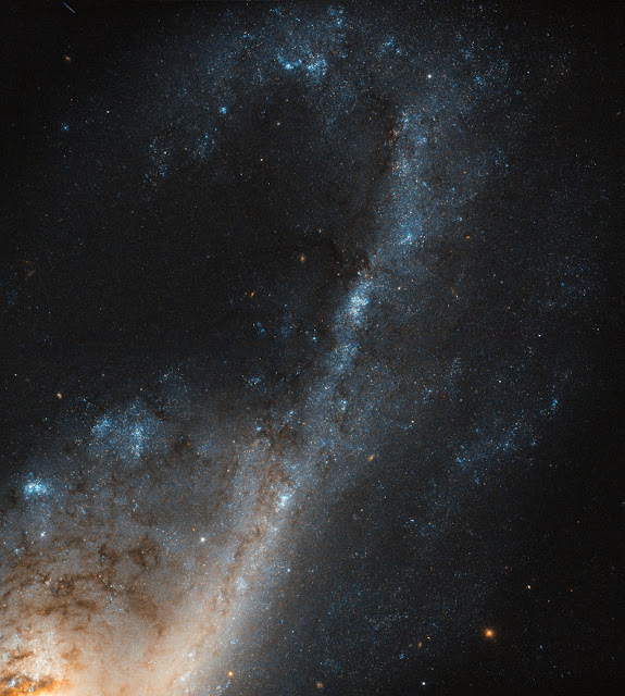 Hubble sees starbursts in Virgo