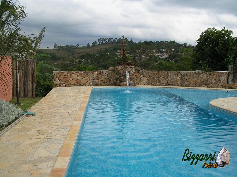 Bizzarri pedras piscina e cascata com pedras - Piscina a cascata ...