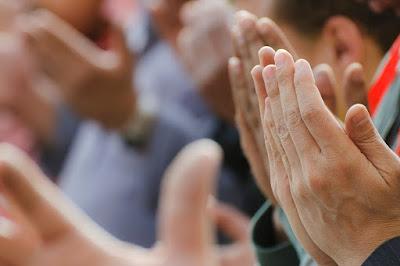 Rizki Yang Halal Syarat Diterimanya Doa dan Amal