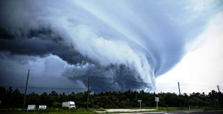 تفسير حلم رؤية الإعصار في المنام لابن سيرين