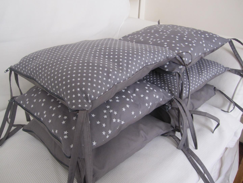 tour de lit gris rose good tour de lit gris et rose de la. Black Bedroom Furniture Sets. Home Design Ideas