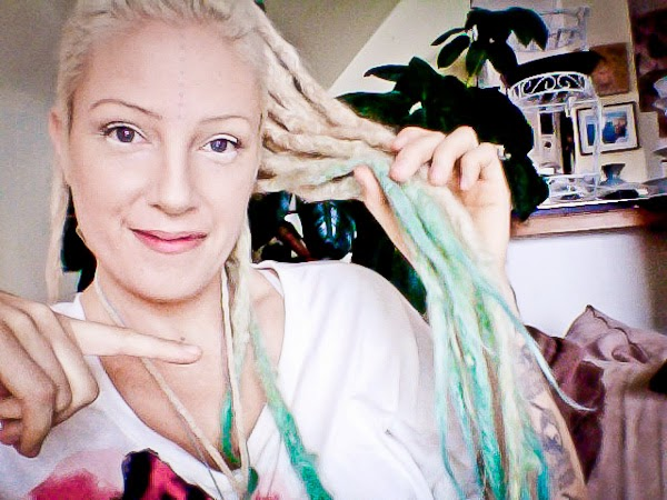 beautiful vegan: An 11 year old girl dyed my hair blue with kool-aid :D
