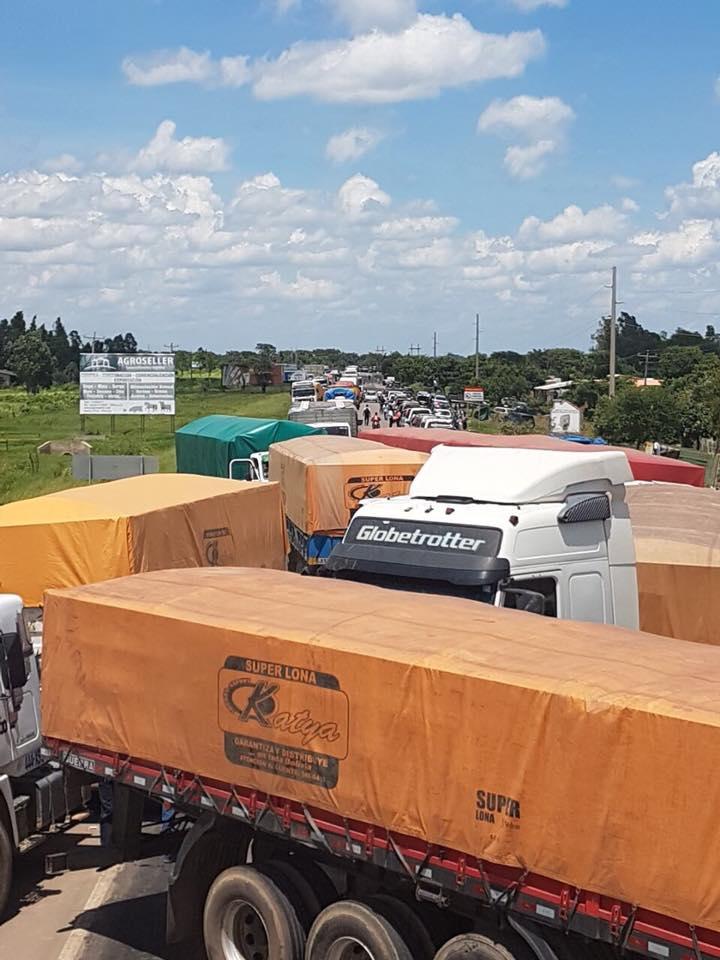 Puerto Pailas quedó paralizado por bloqueo de transporte pesado, médicos y colectivos ciudadanos / FACEBOOK