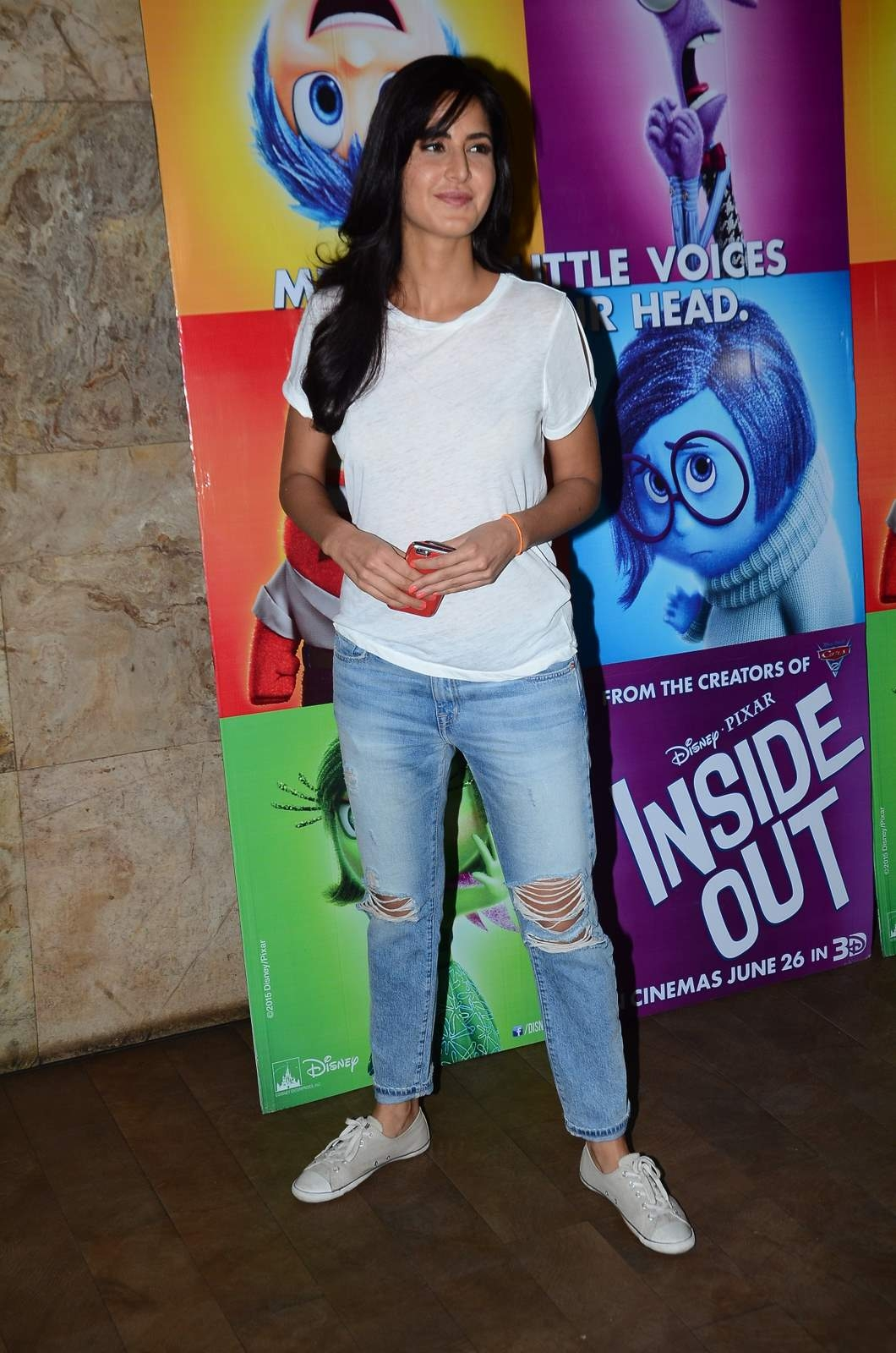 Katrina Kaif Looks Super sexy In Ripped Jeans and White ...