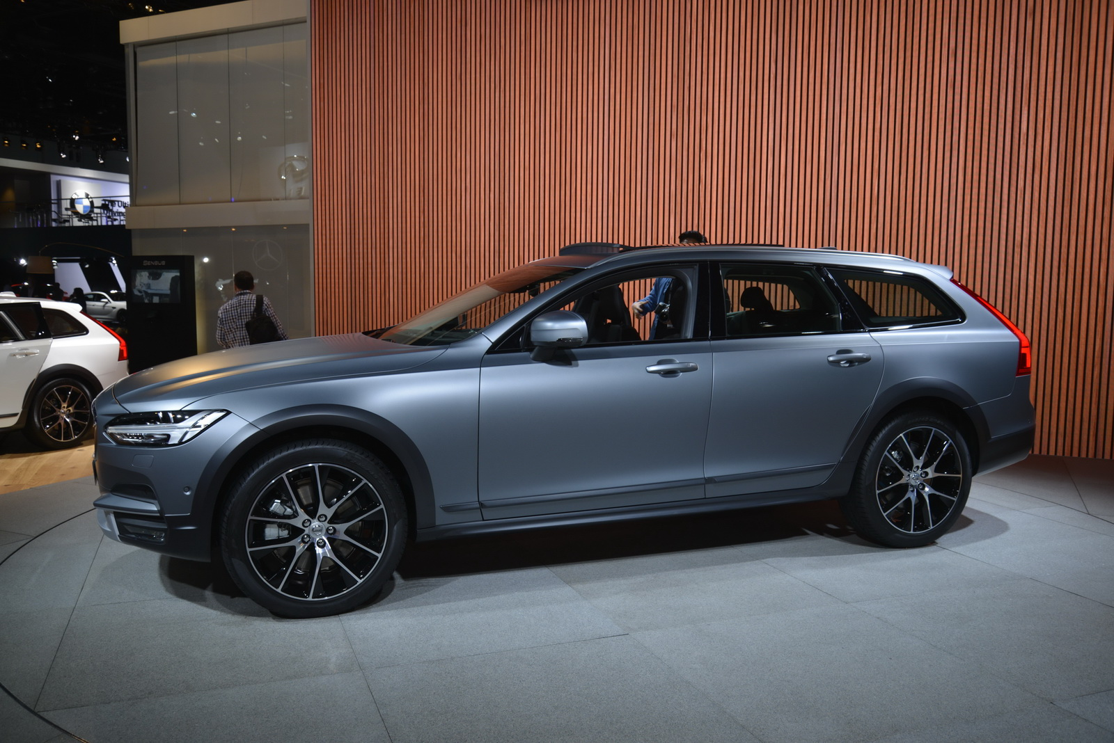 Volvo V90 Cross Country >> Volvo's New V90 Cross Country Looks Like The Perfect ...