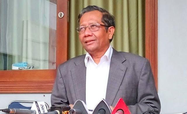 <i>IndonesiaLeaks</i> Tantang yang Sebut Buku Merah Hoax, Begini Jawaban Mahfud MD