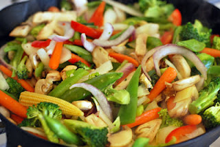 """<img src=""""verduras-al-wok.jpg"""" alt=""""vegetales salteados, con aceite de oliva y champiñones"""">"""