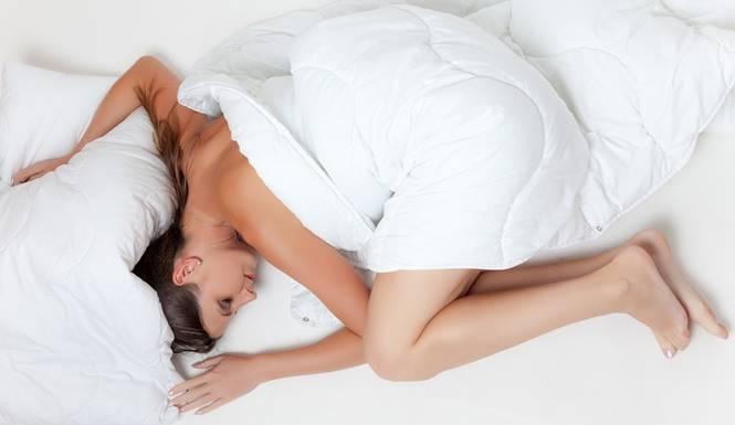 perempuan tidur