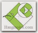 Bước 7: Mở lớp giấy trên cùng ra, kéo và gấp lớp giấy theo chiều mũi tên đen.