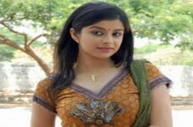 AWESOME INDIAN GIRLS BEAUTIFUL WALLPAPERS FOR DESKTOP AND ANDROID DEVICE