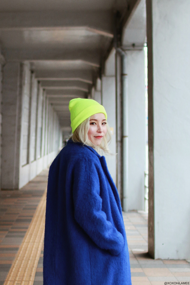 Japanese Fashion Blogger,MizuhoK,20190216,OOTD Gamiss = blue coat, ZARA = knit sweater,pleated wide leg pants, H&M = boots, 3.1 Phillip Lim = white clutch, Rakuten = lime yellow beanie