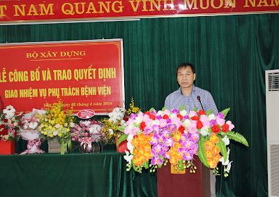 Đồng chí Hà Mạnh Hoạt, phó Vụ trưởng vụ TCCB Bộ XD lên đọc quyết định