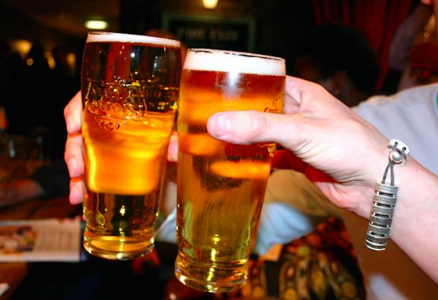 La cerveza es más eficaz que el paracetamol para aliviar el dolor, según un estudio