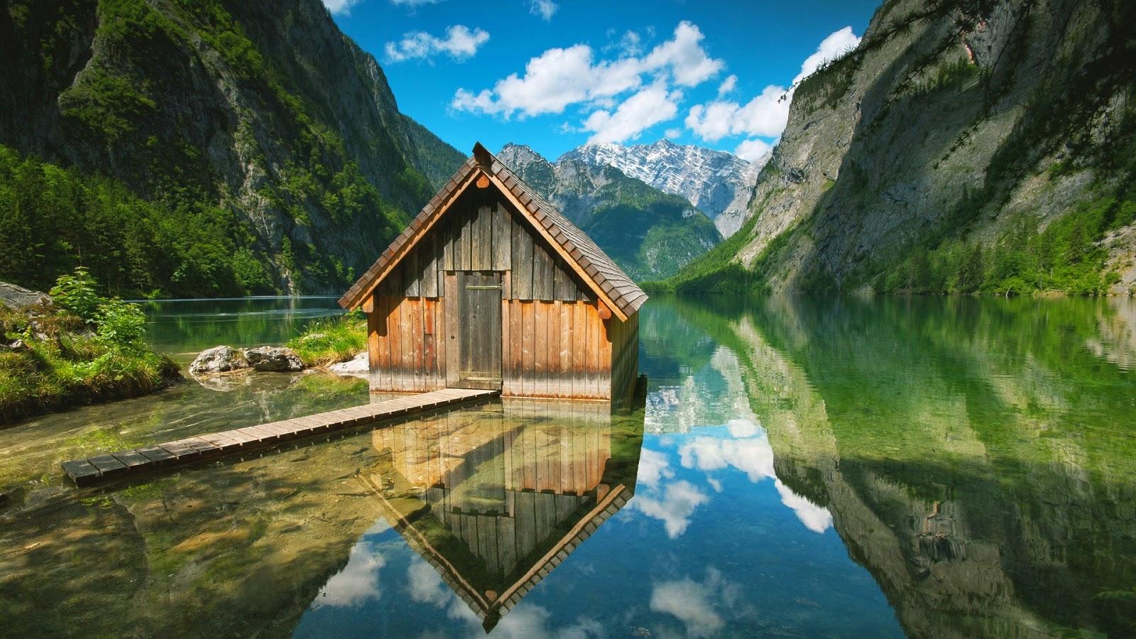 Hut in een meer in de bergen  HD Wallpapers