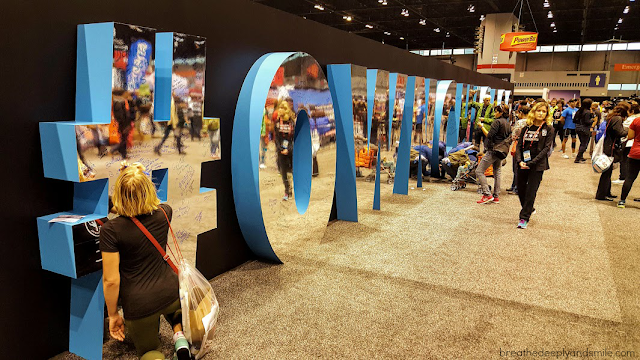 chicago-marathon-2015-expo-Nike-sign
