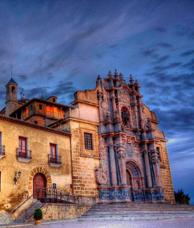 Caravaca de la Cruz: santuário erigido para custodiar a relíquia da Verdadeira Cruz.