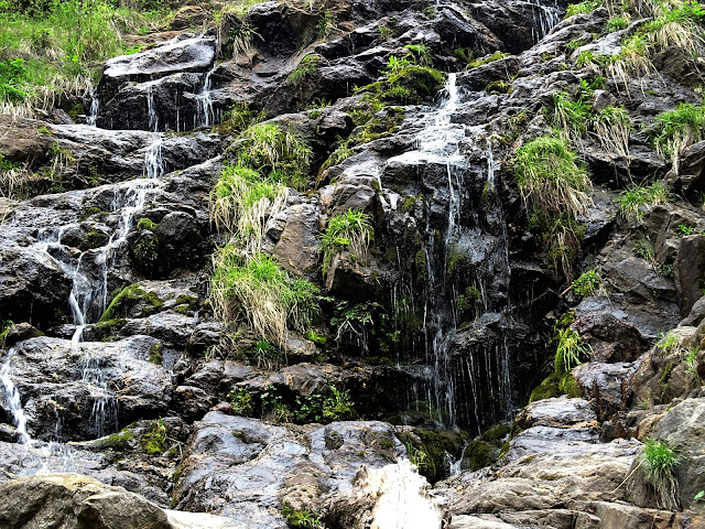 Waterfall on Kheer Ganga Trek